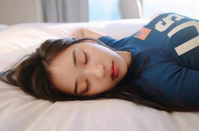 【6upoker】美女下半身洞的图片 韩国正妹zennyrt水下写真诱惑人心