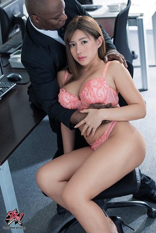 【6upoker】DASD-698:不守妇道的人妻永井玛丽亚享受被黑色肉棒插裂的快感~