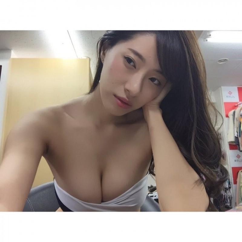 【6upoker】肉香四溢的核弹级身材大乱斗 日台韩新的女神代表