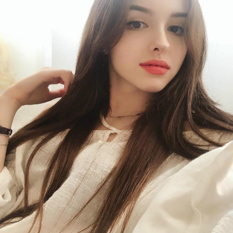 【6upoker】乌兹别克甜美正妹Karimova Elina 歌神翻唱流行歌曲吸粉数十万