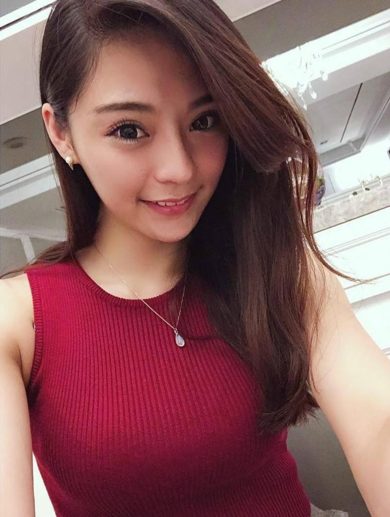 【6upoker】华航公司空姐Queenie Hsieh 性感正妹超深事业线诱人