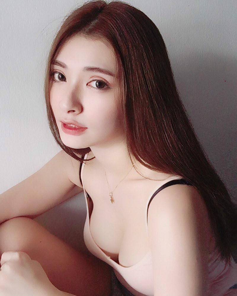 【6upoker】气质正妹AikYen 魔鬼身材美女性感泳装魅力无极限