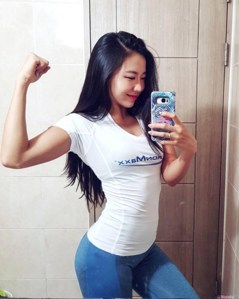 【6upoker】韩国健身正妹Minchae Seung 性感紧身衣展现完美身材