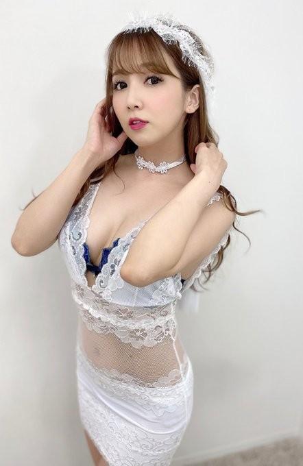 【6upoker】flns-211:淫乱女老师友田彩也香口穴并用挑战四隻乳臭未乾的老二!