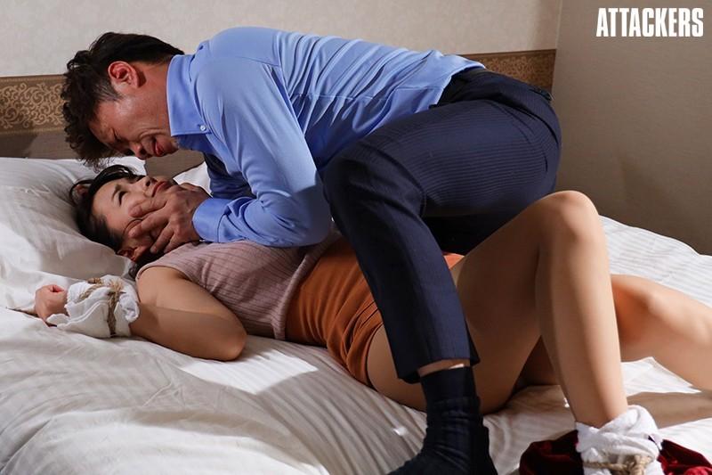【6upoker】ATID-444:美臀丝袜经纪人向井蓝被变态下药迷奸!