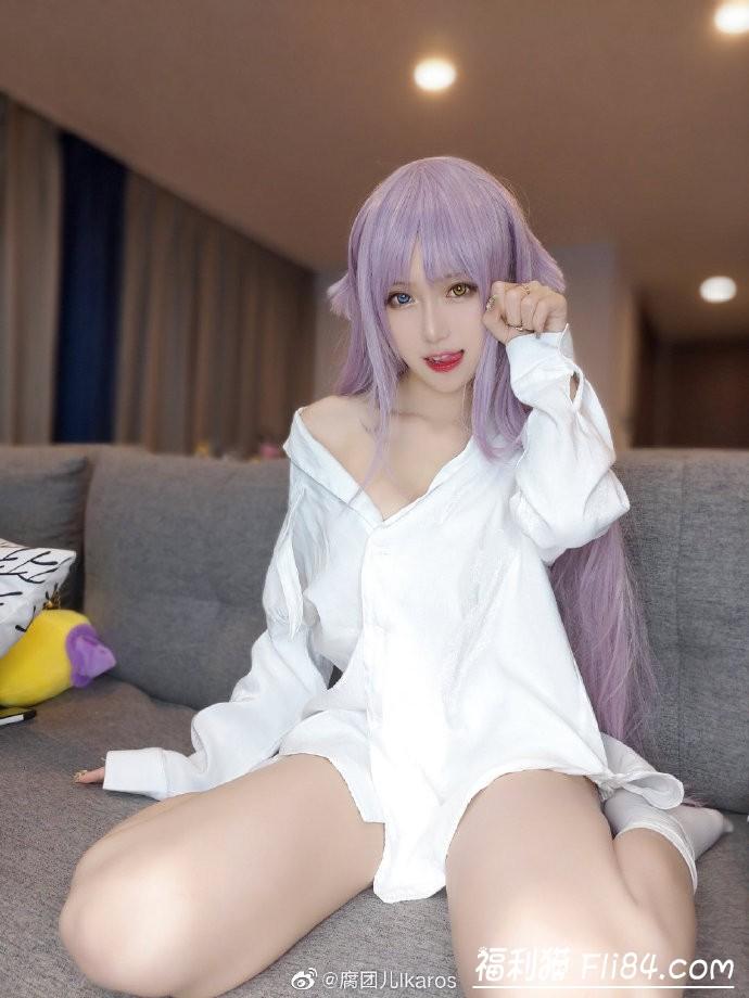 【6upoker】腐团儿微博晒cosplay照 看到中指没有美甲后网友不淡定了!