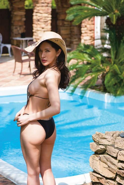【6upoker】《花花公子》封面女郎纱世SAYO 性感超胸美女挑战极限布料