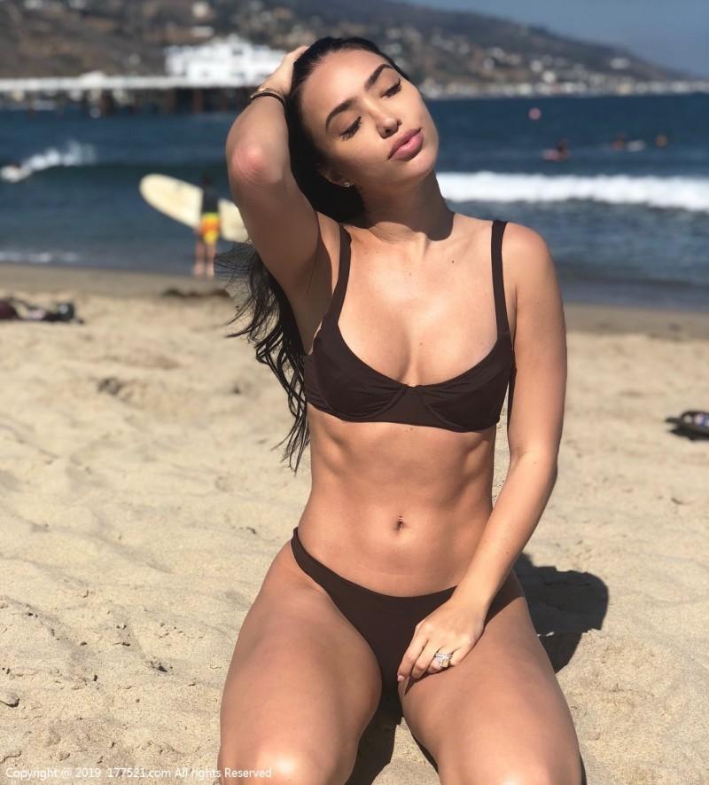 【6upoker】健身美女BreTiesi 诱人胴体紧实身材性感撩人