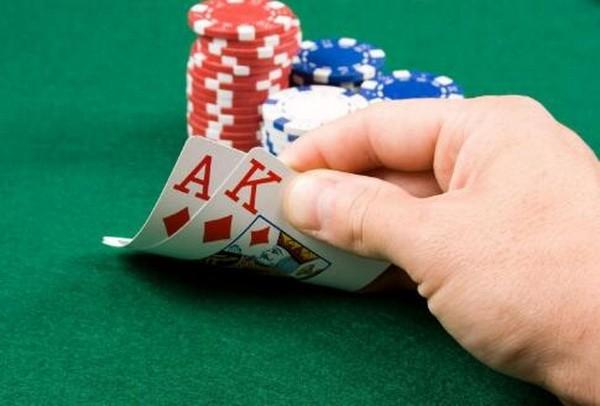 【6upoker】德州扑克不要害怕用AK再加注!