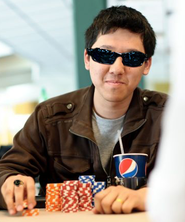 "【6upoker】[热门话题]在维加斯2/5美元扑克桌打拼的""Hellmuth"""