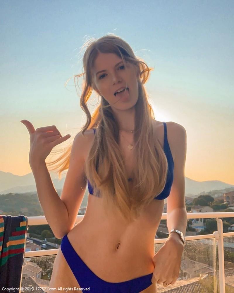 【6upoker】德国甜美正妹Julia 热裤美女露出性感翘臀