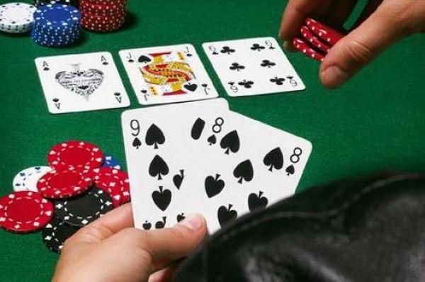 【6upoker】德州扑克中如何用同花听牌诈唬