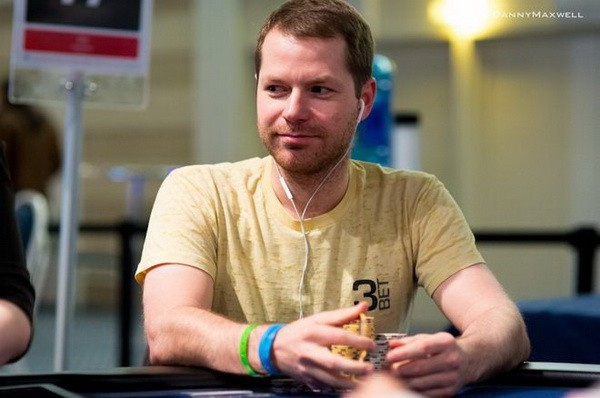 【6upoker】德州扑克利用筹码优势碾压对手
