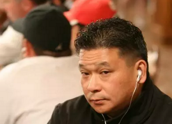 【6upoker】德州扑克大神Johnny Chan 超池下注打飞魔术师