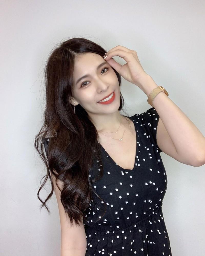 【6upoker】清新系正妹「心甜Christy」甜美笑颜太迷人,比基尼上身直接乍现「傲人嫩」!