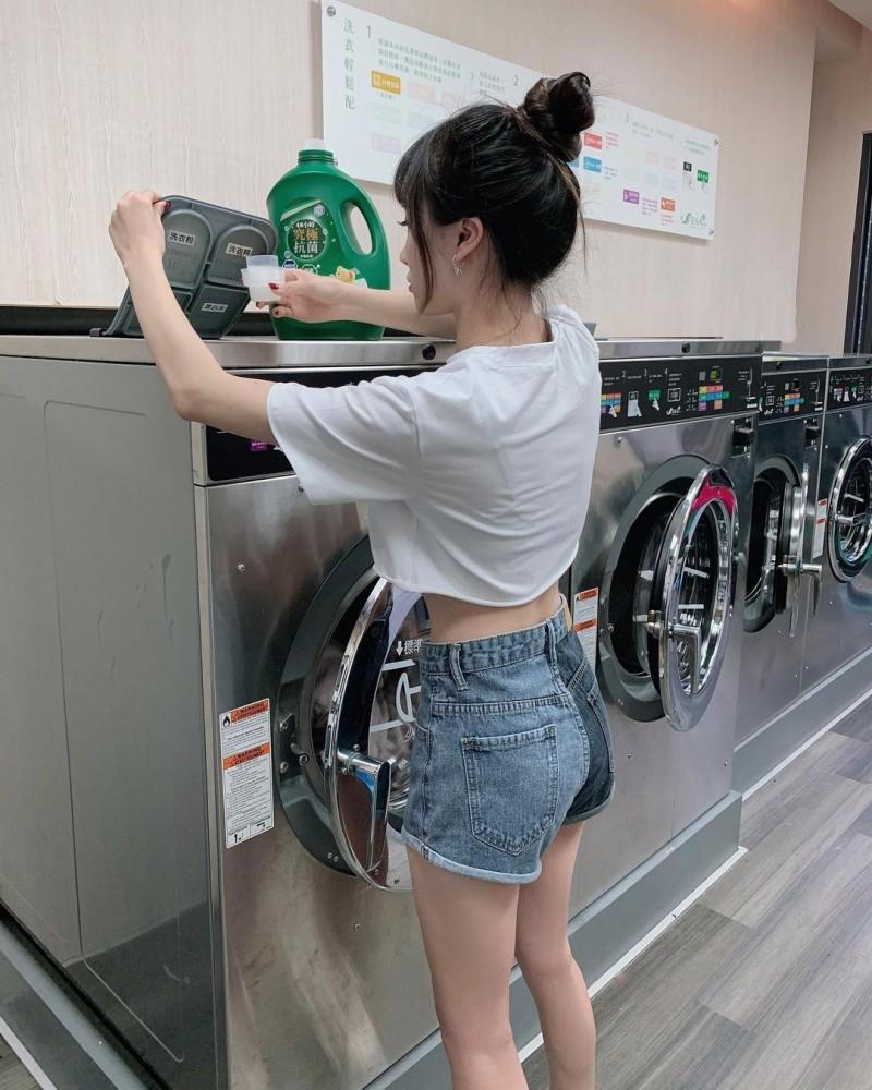 【6upoker】自助洗衣店遇见美腿正妹!吃货美少女「陈0」笑容超优质,纤细曲线吃都吃不胖!