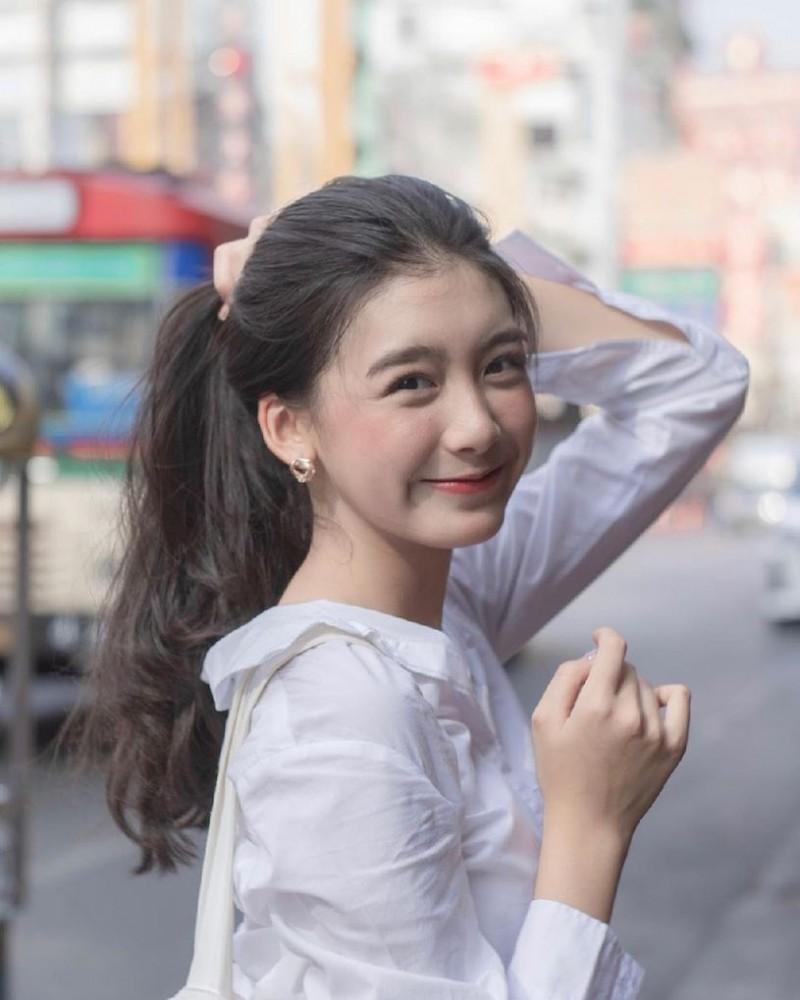 【6upoker】热巴+子瑜综合体!初恋系正妹「S曲线好撩人」,甜甜一笑就圈粉无数!
