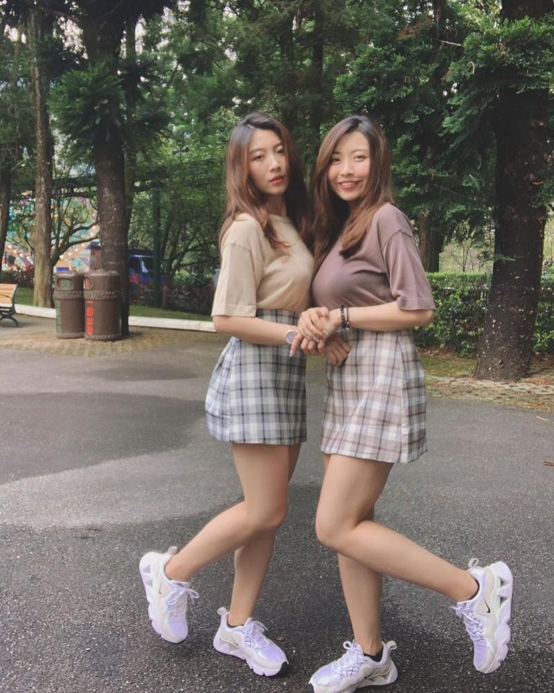 【6upoker】超正「双胞胎姐妹」身材一样火辣网友:要看胸口刺青才能分