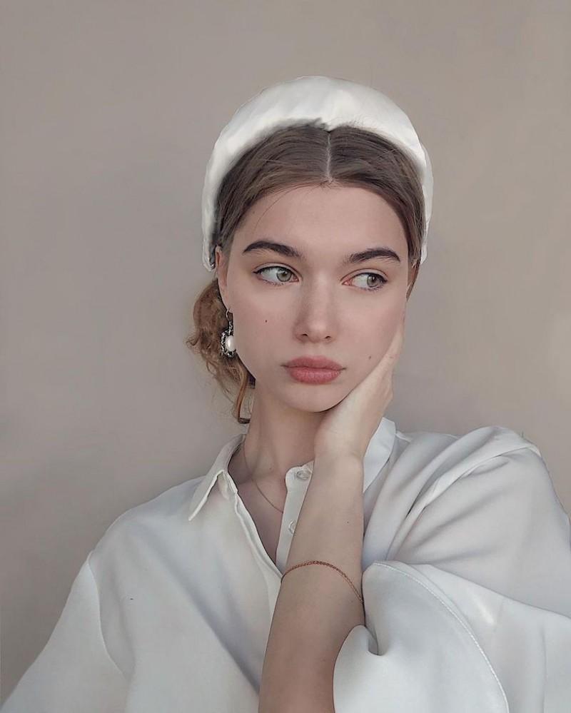 【6upoker】精灵系18岁女孩「高领衣凸显性感曲线」,侧脸廓深叫人迷恋!