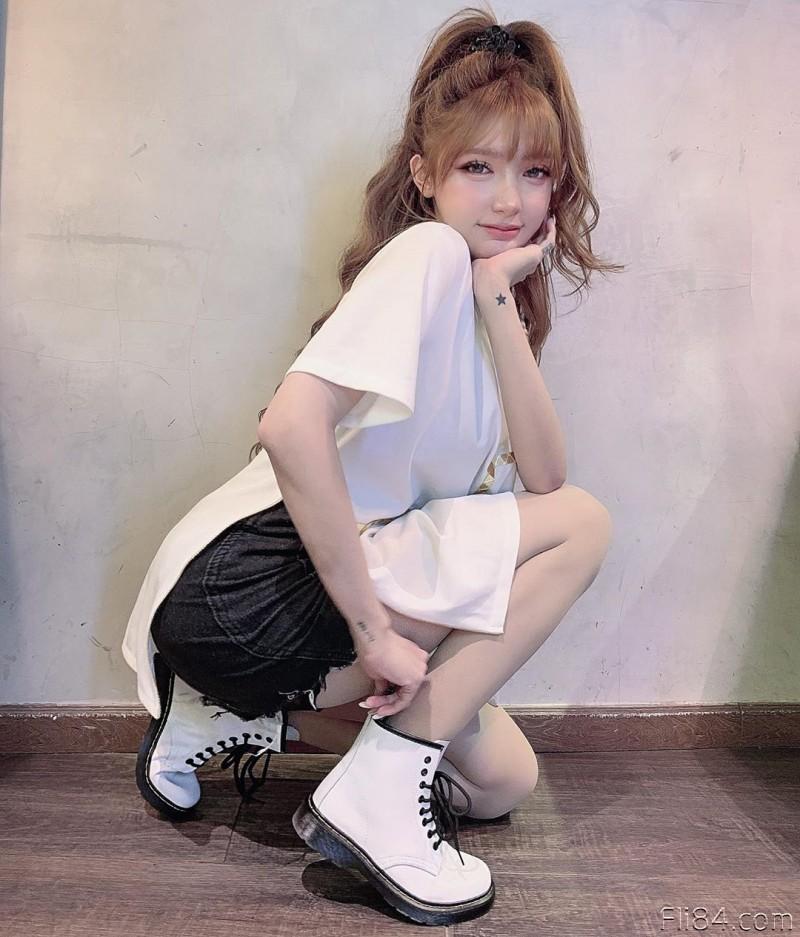 """【6upoker】今日妹子图20200328:越南网红洋娃娃""""Mym""""长相优质,身材也是极品!"""
