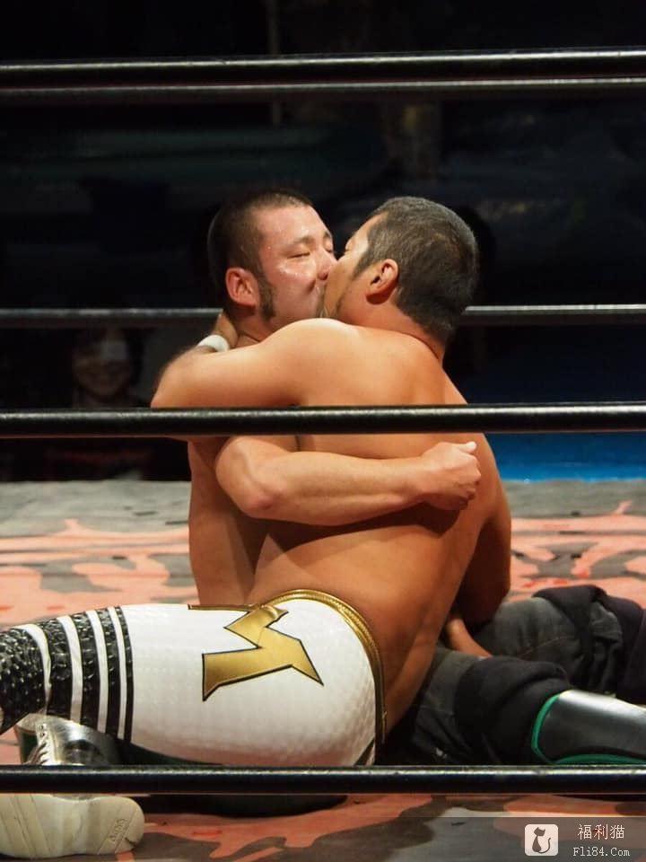 【6upoker】我到底看了什么?《情不自禁的男男摔角》比赛途中竟然还勃起了!