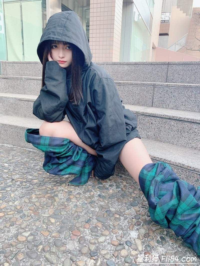 "【6upoker】日本正妹穿了像""裤子脱一半""的时尚长靴去逛好市多 引来观众围观!"