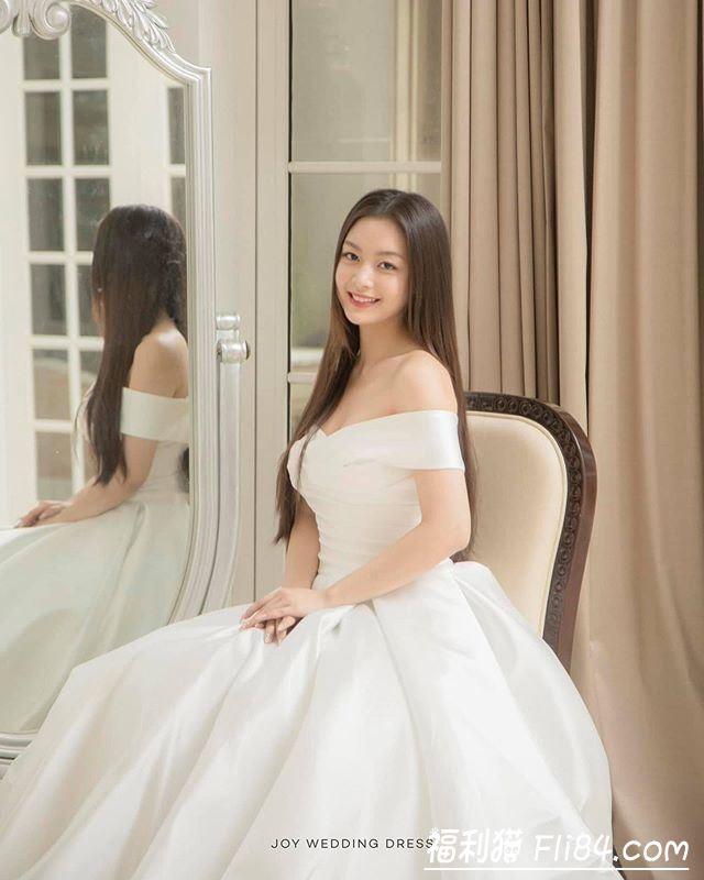 【6upoker】每日妹子图20200306:越南气质长腿妹纸Sophie,清新脱俗的模样,让人眼前一亮!