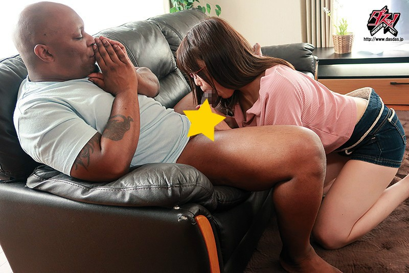 【6upoker】DASD-630:同居嫩妹「由まいな」偷看黑人房客壮硕的老二…每天变活春宫!