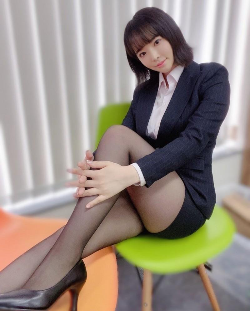 【6upoker】骚气OL「三宫つばき」解开衬衫的巨乳让人心动~