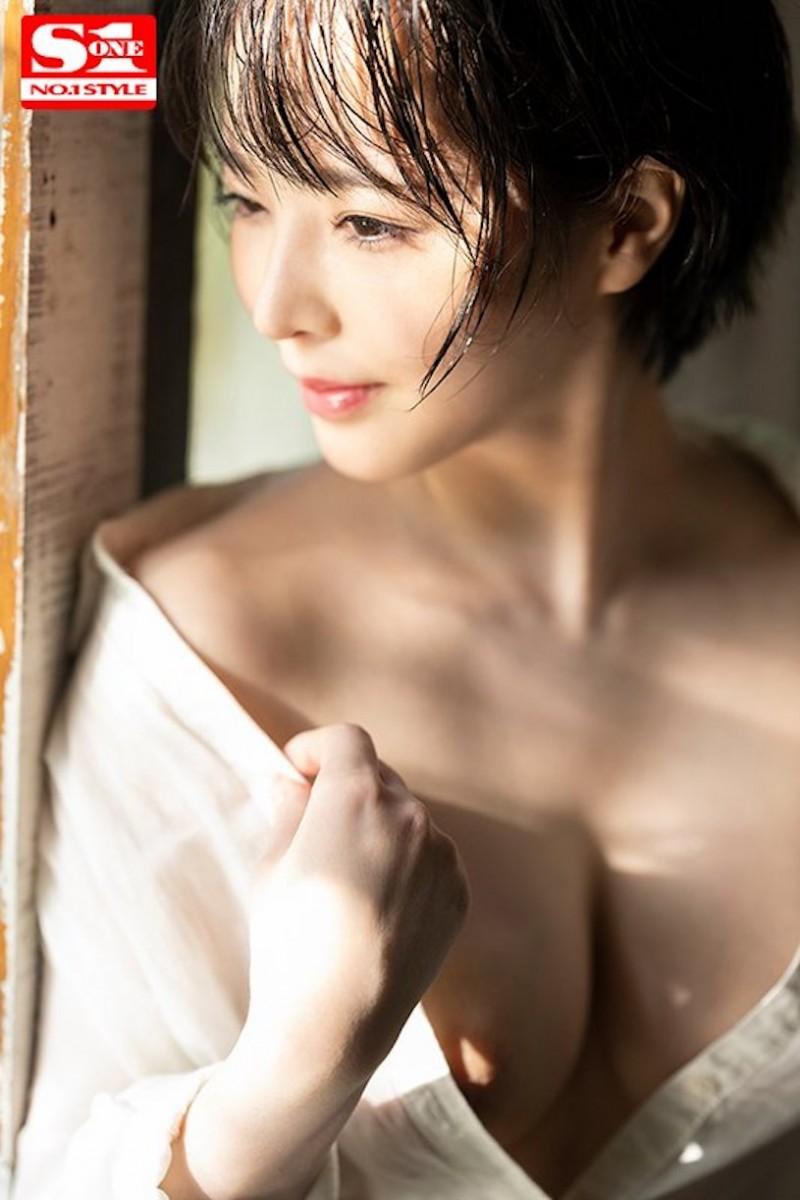 【6upoker】G奶小只马「三宫つばき」化身骚气OL,「解开衬衫的巨乳」让人无限遐想!