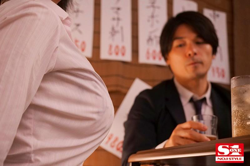 【6upoker】菜鸟女社员出差NTR!巨乳OL「三宫つばき」被绝伦上司「变态开发」还玩起SM!