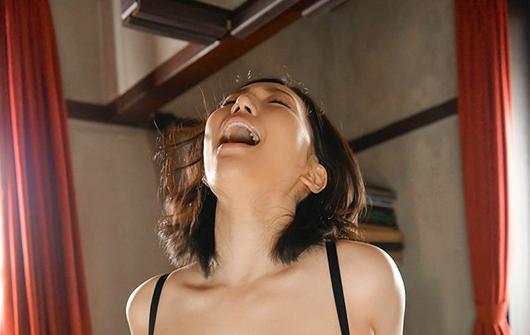 【6upoker】佐山爱HND-940 欲望人妻老公不给力求人搞