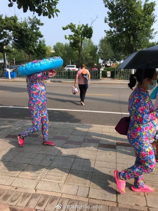 【6upoker】媳妇,咱能不能加快点脚步,赶紧上车?外面可太热了。