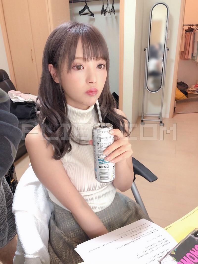 "【6upoker】大奶萝莉教师""桃乃木かな""一对一服务不小心放空 毫无防备小脸蛋让人超想X下去!"