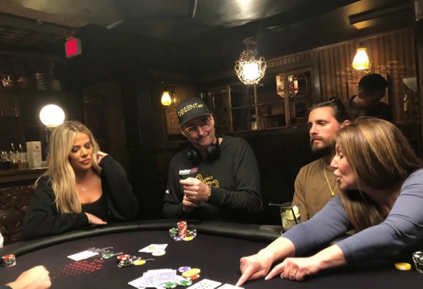 【6upoker】卡戴珊从Phil Hellmuth那里得到了一堂扑克课