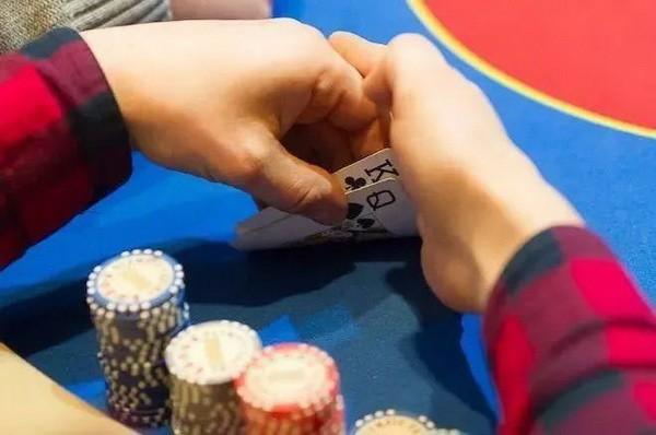 【6upoker】德州扑克你可能不知道的五个诈唬错误