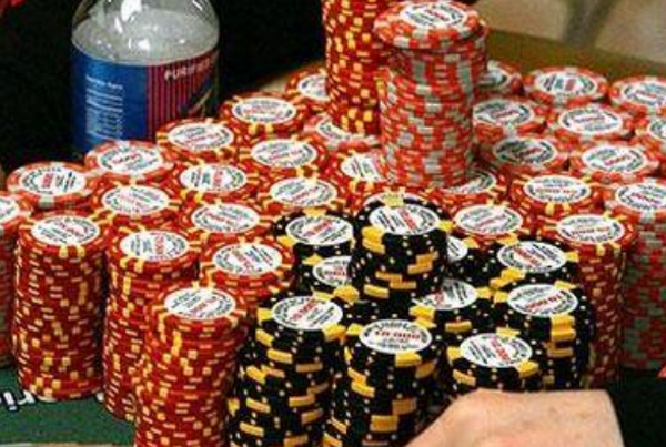 【6upoker】成为一名好德州扑克牌手!