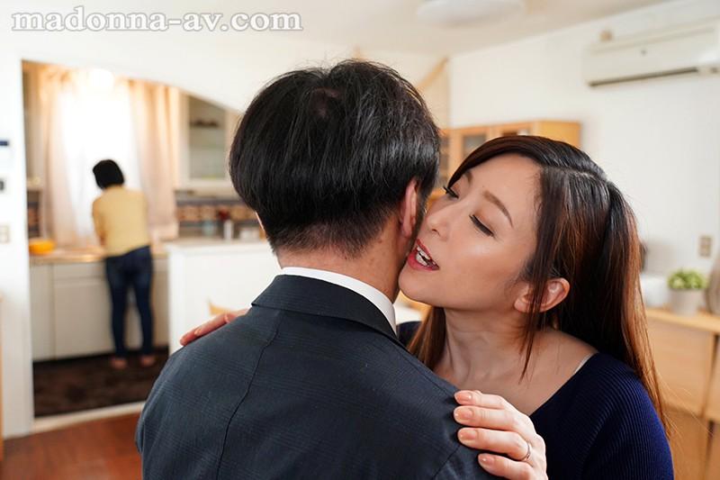 "【6upoker】JUY-903 :趁着妹妹睡着,女友姐姐""白木优子""偷偷扎进妹夫的被窝里吃鸡!"