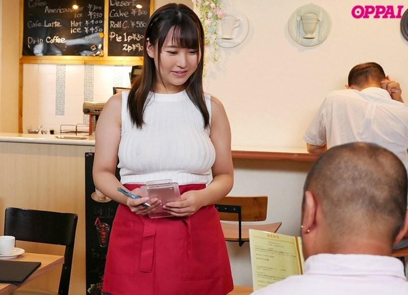 【6upoker】巨乳女大生神坂朋子咖啡店打工不穿内衣,透视乳头诱惑!