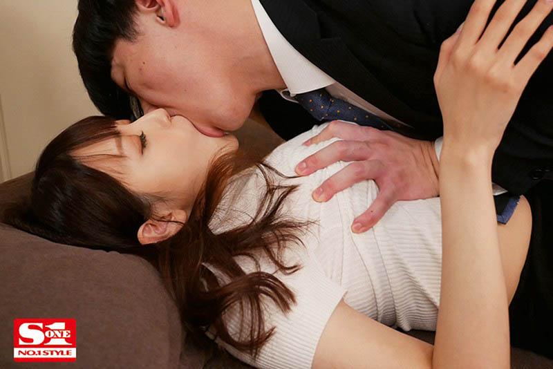 "【6upoker】上司不在家搞上他的超巨乳老婆""安斋らら"",连续三天猛送还玩乳技!"