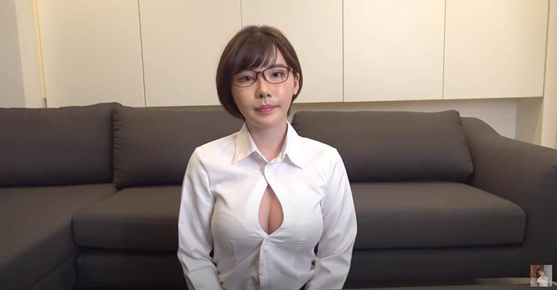 "【6upoker】道歉的时候要露出胸部是常识吧?""深田えいみ""示范最标准谢罪造型"