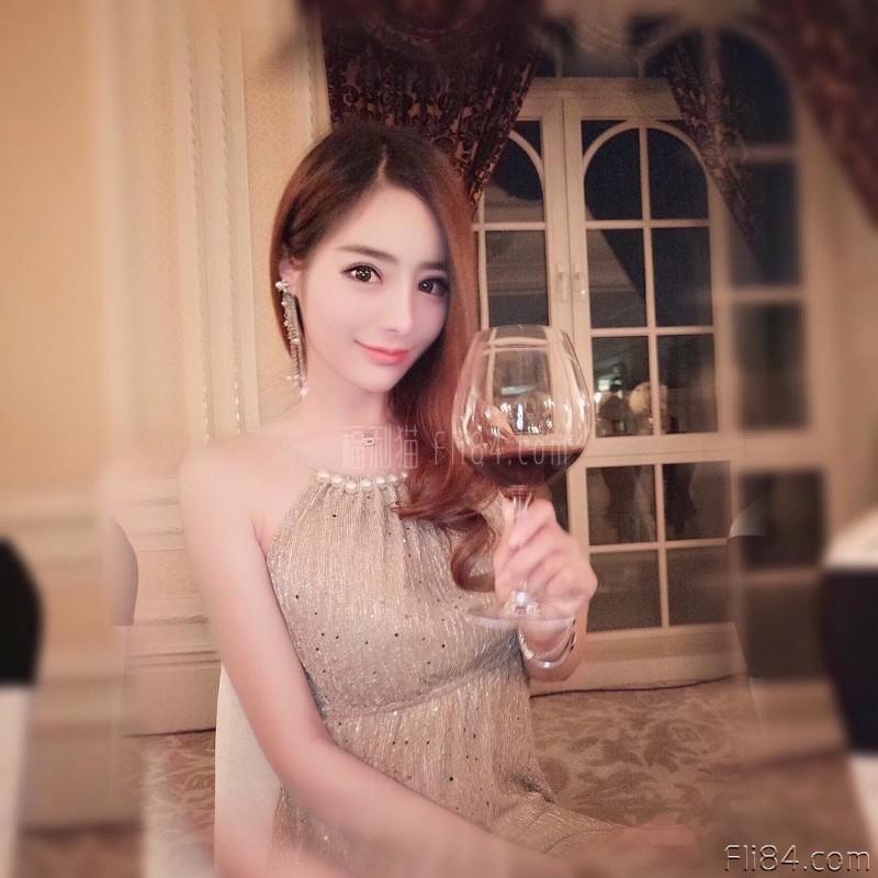 "【6upoker】今日妹子图20200327:平面模特""ChowYc_赢姐""打高尔夫挥杆时S曲线满分~"