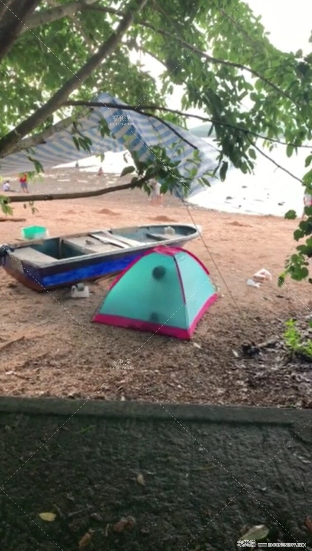 【6upoker】沙滩帐篷内疑打野战叫床声超大!竟被路人拍下全过程!