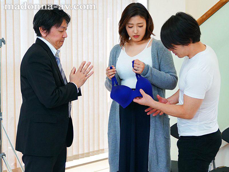 """【6upoker】还没收工就打炮!大只马人妻""""水野朝阳""""当内衣模特儿竟被潜规则"""