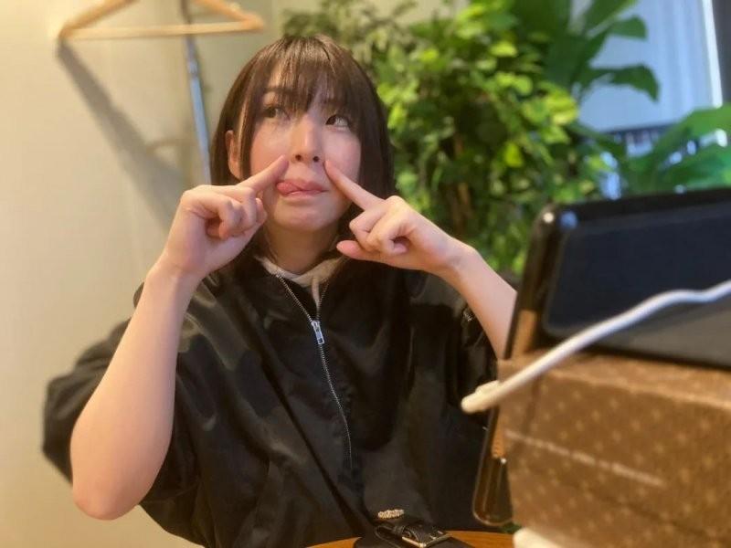 【6upoker】4月新人花狩舞 画漫画为自己宣传