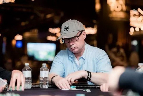 【6upoker】德州扑克作为一个牌手,你要明白什么时候该打、该弃牌