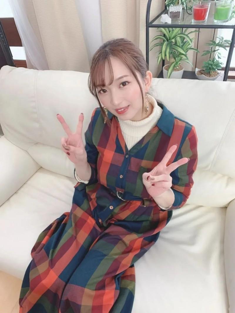 【6upoker】巨乳美女铃木真夕 未成年进入业界顺利出道