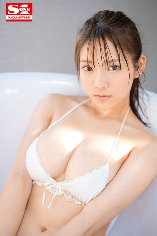 "【6upoker】S1小只马新人""早野诗""户外火辣拍摄,""饱满G奶""超大胆放送!"