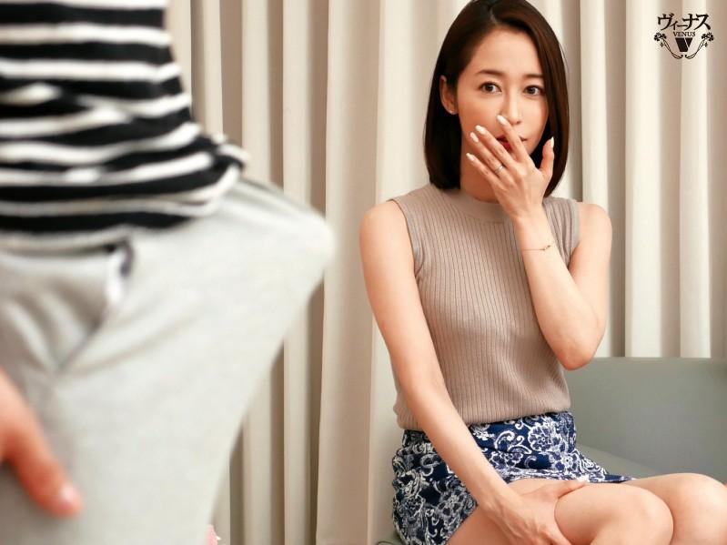 """【6upoker】老公老了玩不动,人妻""""篠田ゆう""""改用儿子又硬又棒的身体……"""