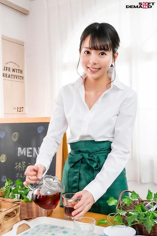 【6upoker】性感带在膝盖!在咖啡厅打工的她要在30岁前体会高潮的滋味! …